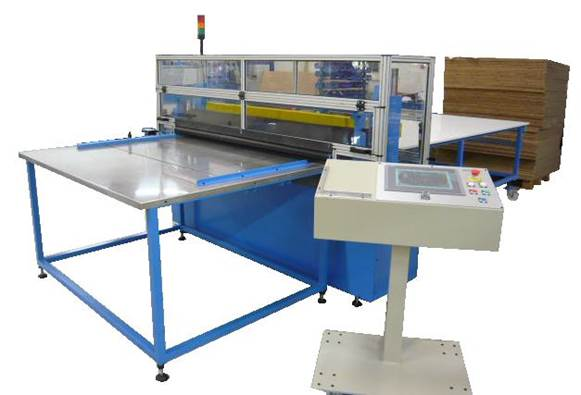 Automatic cross cutting machine with advance system